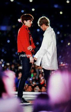 wanna touch... #BTS #vkook #taekook #jungkook #V #taehyung