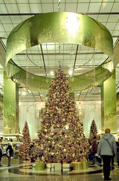 KADEWE tree decoration by Barthelmess
