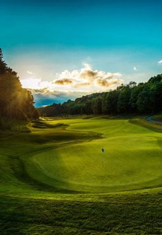 Resorts around the state offer golf packages to help guests improve in a fun and relaxing environment. Call it a learning vacation, often fusing the sport with great food and spectacular scenery.