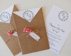convite-rustico-envelope-v-ii-bonito.jpg pixels - New Site Wedding Trends, Wedding Tips, Wedding Cards, Our Wedding, Trendy Wedding, Wedding Planning, Cheap Wedding Invitations, Wedding Invitation Wording, Wedding Stationary