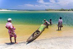 Villageoises sur canal des Pangalanes