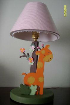 Jungle lamp for bay girl room decor with jiraffe Woodworking Projects Diy, Diy Projects, Clay Crafts, Diy And Crafts, Kids Lamps, Country Farmhouse Decor, Light Table, Girl Room, Kids Bedroom