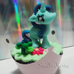 Cupcake My Little Pony | Sweets Nessa | Elo7  - Deliciosos Cupcakes modelados em pasta americana. Os personagens são feitos à mão com o máximo de detalhes possíveis, delicados, e graciosos. 100% comestível. Ideal para decoração de mesa e também como lembrancinha para convidados. Este produto está disponível apenas para São Paulo e Grande São Paulo. R$18,50