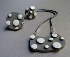 pendentif et bague en céramique pili-pok à pois