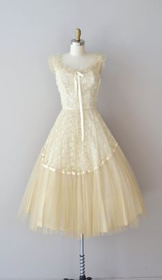 I just wanna get rid of the ribbon at the bust or just make it shorter- 1950s dress / lace 50s dress / Aphrodisia lace dress