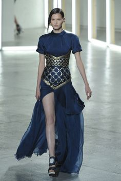 Corselet-like metal piece (represents armor); Rodarte Spring/Summer 2012 Thisdress reminds me the ancient rome fashion Haute Couture Style, Couture Mode, Couture Fashion, Runway Fashion, Rome Fashion, New York Fashion, Fashion Art, High Fashion, Fashion Design