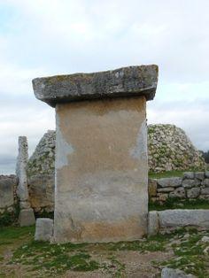 Taula i recinte de Taula amb talaiot de Trepucó Maó. Menorca