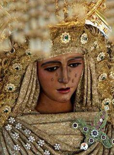 Semana Santa en España.   http://www.youtube.com/embed/sTomLZ8RpfY  PRECIOSO VIDEO!!!