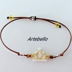 "38 Me gusta, 4 comentarios - Artebello Belloarte (@artebellobelloarte) en Instagram: ""Pulsera en forma de corona hecho en miyuki delica con cierre facil. Luce y sé diferente con…"" Bracelets, Gold, Jewelry, Instagram, Fashion, Shape, Handmade Bracelets, Crowns, So Done"