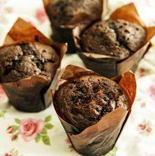 Βασική συνταγή για μάφινς, πολύ εύκολη, πολύ σοκολατένια, λατρεμένη απ' τα παιδιά και που εγγυάται την επιτυχία Sweets Recipes, Cake Recipes, Cooking Recipes, Desserts, Pastry Cook, Muffins, Cake Bars, Sweets Cake, Cupcake Cookies