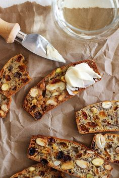 Whip up these homemade fruit and nut crisps for a light summer dinner. Packed with crunchy nuts, sweet raisins, and wholesome flaxseed, these little bread bites are best served with a soft cheese spread.