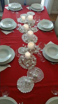Magical Christmas, Christmas Is Coming, Christmas Home, Christmas Tablescapes, Christmas Table Decorations, Holiday Decor, Lace Doilies, Deco Table, Creative Decor