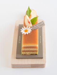 Joli moment de poésie qui vous rappelera vos plus beaux souvenirs de vacances, le Cake Pêche accompagne votre semaine de rentrée avec saveur ! #NicolasBernardé #PâtisserieDuSamedi #dessert #cake #gourmand #gourmet #teatime #Frenchpastry #pêche #peach #桃 #amande #almond #アーモンド #millefeuille #FrenchNapoleon #ミルフィーユ #Paris #ParisIsAlwaysAGoodIdea #French #gâteau #LaGarenne #Colombes #LaDefense #Neuilly #Courbevoie #Levallois #Instafood #goûter