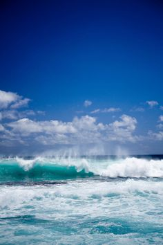 great photo of waves and wonderful sea color
