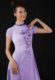 Traditional ao dai with modern twist:  Turned collar and cap sleeves.