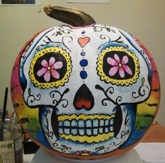 Will be painting my pumpkins like this for Halloween! Day of the Dead Pumpkin Creative Halloween Costumes, Halloween Crafts, Holiday Crafts, Halloween Decorations, Halloween Party, Holidays Halloween, Happy Halloween, Silly Holidays, Pumpkin Art