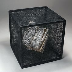Conceptual Japanese artist Chiharu Shiota uses found objects like beds + books + wraps them in a matrix of strings in her contemporary art installations. Interactive Installation, Installation Art, Art Installations, Interactive Art, Art Advisor, Museum Of Contemporary Art, To Infinity And Beyond, Japanese Artists, Everyday Objects