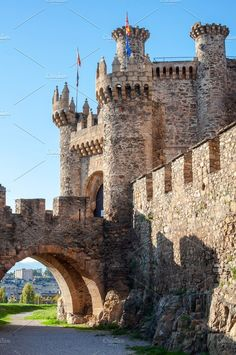 Romanesque Architecture, Architecture Old, Historical Architecture, Beautiful Architecture, Castle House, Castle Ruins, Medieval Castle, Beautiful Castles, Beautiful Buildings