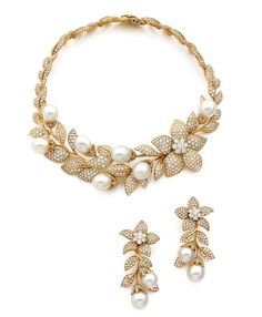 Gold, diamonds and pearl necklace and earrings