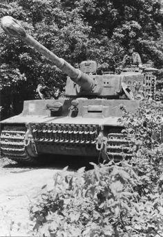 Sd.Kfz. 181 Pz.kpfw. (Panzerkampfwagen) Tiger I mit 8.8 mm KwK 36 L-56 Hauptbewaffnung (Main Gun)
