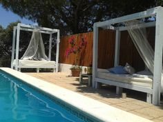 Luxury Pallet Sofas For Your Swimming Pool/Outdoor Lounges, - Pallet Furniture DIY Pallet Swing Beds, Pallet Lounge, Pallet Sofa, Diy Pallet Furniture, Pallet Benches, Pallet Tables, Pallet Bar, Furniture Ideas, Pool Lounge