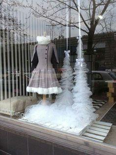 #Neressa #LaFenice #Window #Escaparate #Asun_Dominguez #GureModaGaur Visual Merchandising, Clever, Victorian, Windows, Facebook, Outdoor Decor, Collection, Style, Dresses
