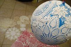 basteln mit spitzendeckchen ballon-ball-kleben-kugel-form-lampe