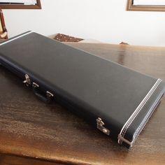 ハードケースの外観です。Fenderの純正ケースにも採用されているG&G製です。