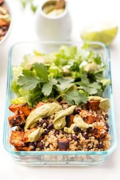 Chili Roasted Sweet Potato Black Bean Quinoa Salads -- healthy, nutritious, vegan and great for MEAL PREP! High Protein Vegan Recipes, Healthy Dinner Recipes, Healthy Snacks, Stay Healthy, Healthy Soup, Healthy Options, Healthy Eating, Quinoa Sweet Potato, Roasted Sweet Potatoes