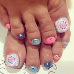 Pink and blue toenail design. So cute