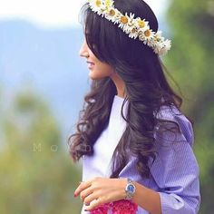 Cute Girl with Flower Crown Princess Dp for Fb girlz Cute Girl Poses, Beautiful Girl Photo, Cute Girl Photo, Beautiful Girl Image, Cute Girls, Stylish Dresses For Girls, Stylish Girls Photos, Stylish Girl Pic, Girl Photos