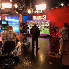 """""""Best thing about the Big Game while working at @wreg3 : watching it on THE GREAT BIG VIDEOSCREEN!!! #TVNewsperks #partylikeajournalist"""""""