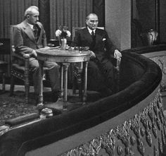 Mustafa Kemal Atatürk ve İsmet İnönü.