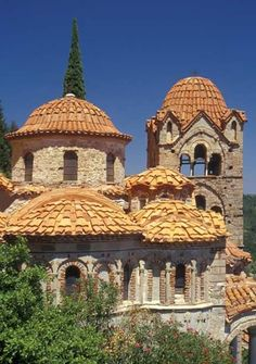 Greece Travel Inspiration - Archaeological Site of Mystras (UNESCO) - Peloponnese, Greece - just after Sparta before Kalamata Mykonos, The Places Youll Go, Places To Visit, Ancient Greek Architecture, Gothic Architecture, Byzantine Art, Byzantine Icons, Archaeological Site, Kirchen