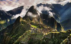 Machu Picchu, Pérou#Il s'agit du monument précolombien le plus spectaculaire d'Amérique du Sud, autant par l'importance des constructions que par l'incroyable splendeur du lieu. Il a conservé tout son mystère : on ne sait toujours pas s'il s'agit d'une forteresse, d'une ville, d'un sanctuaire ou tout cela à la fois. Les conquistadores basés à Cuzco ont ignoré pendant trois siècles son existence. Redécouvert en 1911, il reçoit 450k visiteurs par an.#http://urlz.fr/3hU6#aquaexpeditions.com