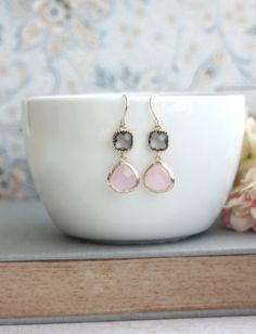 Rosa und grau Ohrringe. Rosa Opal Ice Pink Gold von Marolsha