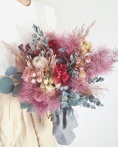 fiore lilla...acoさんはInstagramを利用しています:「ふわふわブーケかわいい✨ スモークツリー手に入ったらまた作りますね💭 #ウェディング#wedding#ブライダル #bridal #結婚式 #結婚式準備 #プリザーブドフラワー #ヘッドドレス #前撮り #ウェディング前撮り #後撮り #ウェディングフォト…」 Pastel Bouquet, Dried Flower Bouquet, Dried Flowers, Blush Wedding Flowers, Bridal Flowers, Floral Wedding, Beautiful Flower Arrangements, Beautiful Flowers, Floral Arrangements