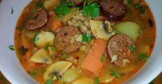 Mennyei Bakonyi betyár tarhonyaleves recept! Ez a leves tulajdonképpen a bakonyi betyárleves testvérkéje. Aki azt a levest szereti, ezt a levest is szeretni fogja, ha éppen nem imádni. Egyszerű, ám igen laktató étel, kicsit más ízvilággal. Ínyencek nem fognak csalódni! Javaslom, bátran készítsék el! Thai Red Curry, Soup, Ethnic Recipes, Soups
