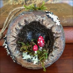 Wonderland Woods: Woodland Diorama - Hollow Log with Toadstools