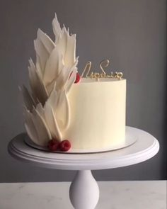 Tired of buying ready-made cake and their classic images? So now it's your turn to create amazing cakes. Here are the easily applied cake decoration techniq Cake Decorating Videos, Birthday Cake Decorating, Cake Decorating Techniques, Cake Decorating Amazing, Cake Birthday, Decorating Ideas, Cupcakes, Cupcake Cakes, Beautiful Cakes