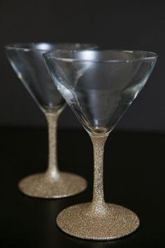 DIY glittered glassware ~ Dishwasher safe! Loose glitter + Martha Stewart Crafts Decoupage Glue #glittermartiniglasses