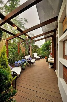 Eine Kleine Überdachte Terrasse Ideen 4 Even though historical around thought, a pergola has become Small Yard, Terrace Design, Patio Design, Building A Deck, Pergola Designs, Pergola Plans, Pergola Attached To House, Small Covered Patio, House Exterior