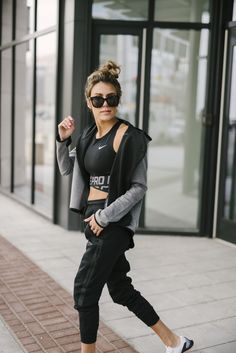 Fall ideas, sporty chic athletic wear, casual winter outfit Source by fashion sporty athletic wear Fashion Casual, Sport Fashion, Look Fashion, Fitness Fashion, High Fashion, Fall Fashion, Fitness Style, Fashion Guide, Fashion 2018