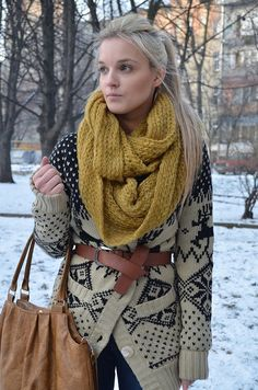 Cozy Oversized Belted Cardigan With Mustard Scarf. I want a mustard scarf! Fall Winter Outfits, Winter Wear, Autumn Winter Fashion, Mustard Scarf, Casual Chique, Belted Cardigan, Tribal Cardigan, Oversized Cardigan, Winter Stil
