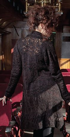 Ravelry:  Lestrange Cloak - from The Unofficial Harry Potter Knits by KnittingDaily.com    Lestrange_medium