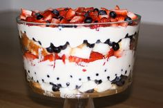 Six Sisters of July Patriotic Berry Trifle. Great with all the fresh fruit in season! Looking for a Trifle Bowl? No Bake Desserts, Just Desserts, Delicious Desserts, Yummy Food, Trifle Desserts, Trifle Dish, Trifle Recipe, Recipe Berry, Yummy Treats