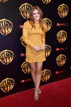 See pictures and shop the latest fashion and style trends of Isla Fisher, including Isla Fisher wearing Heels, Boots, Casual Shoes and more. Isla Fisher, Chappals For Womens, Oscar Fashion, Hollywood Heroines, Victoria Dress, Winter Trends, Mellow Yellow, Red Carpet Fashion, Celebrity Style