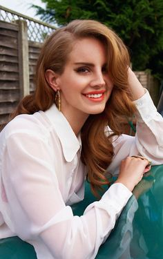 retro waves + coral lips Lana del ray is perfection