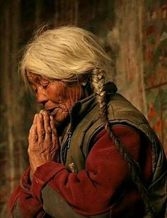 Nun in Prayer at Lamayuru Gompa, Tibet--Be Inspired! Old Faces, Many Faces, Interesting Faces, People Around The World, World Cultures, Belle Photo, Old Women, First World, Beautiful People