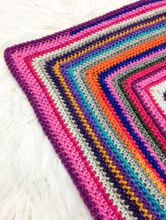 This free crochet pattern uses any mix of cake yarn from your stash to create a scrapghan style throw or blanket in any size. Use the herringbone half double crochet stitch in the round to add texture. All Free Crochet, Crochet Round, Crochet Yarn, Double Crochet, Crochet Stitches, Crochet Blankets, Baby Blankets, Kids Crochet, Beginner Crochet